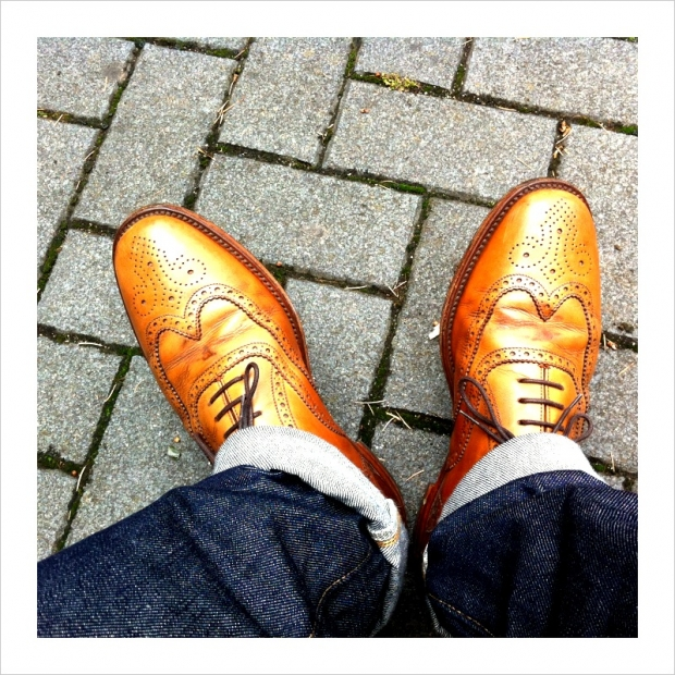 Not just a Skinhead look, this brogue colour with jeans is very popular in the UK at the moment.