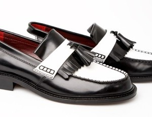 mod shoes two tone black and white tassel loafers 02
