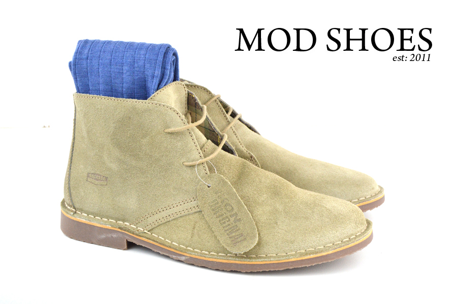 Mod Shoe Stone Desert Boots With Blue Socks