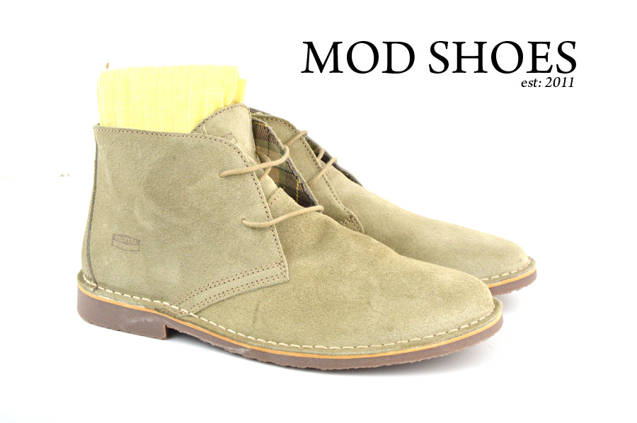 Mod Shoe Stone Desert Boots With Light Yellow Socks