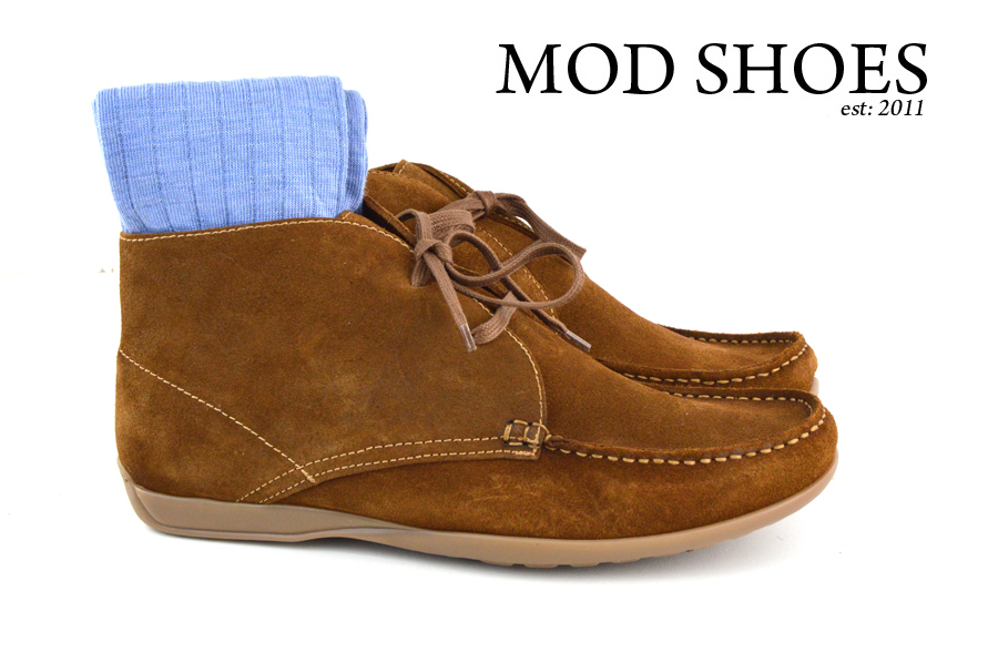 Mod Shoes Ellis Dark Brown Boots with light blue socks