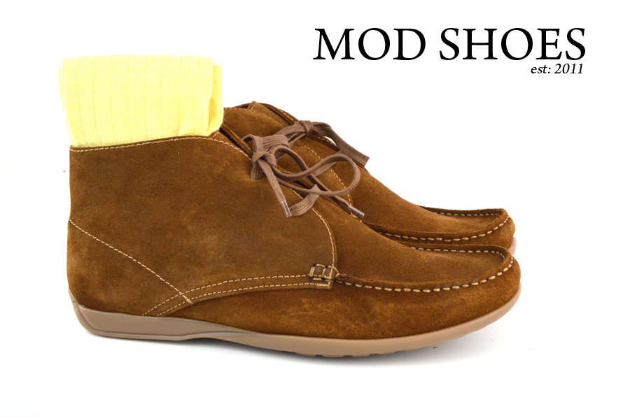 Mod Shoes Ellis Dark Brown Boots with light yellow socks