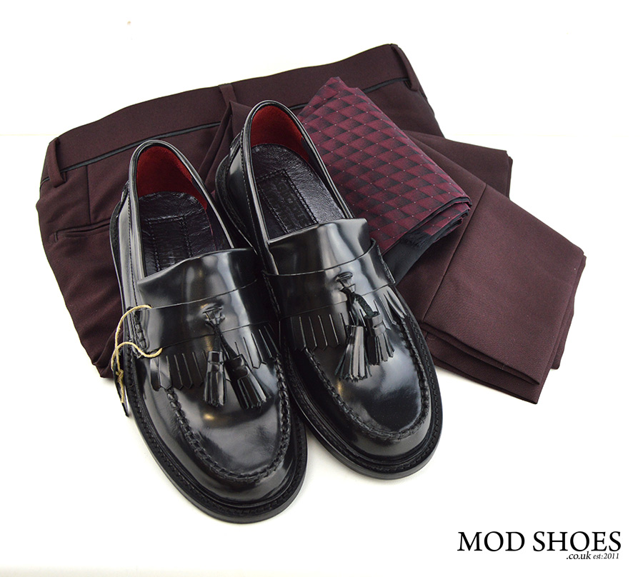 mod-shoes-black-tassel-loafers-with-Burgundy-trousers