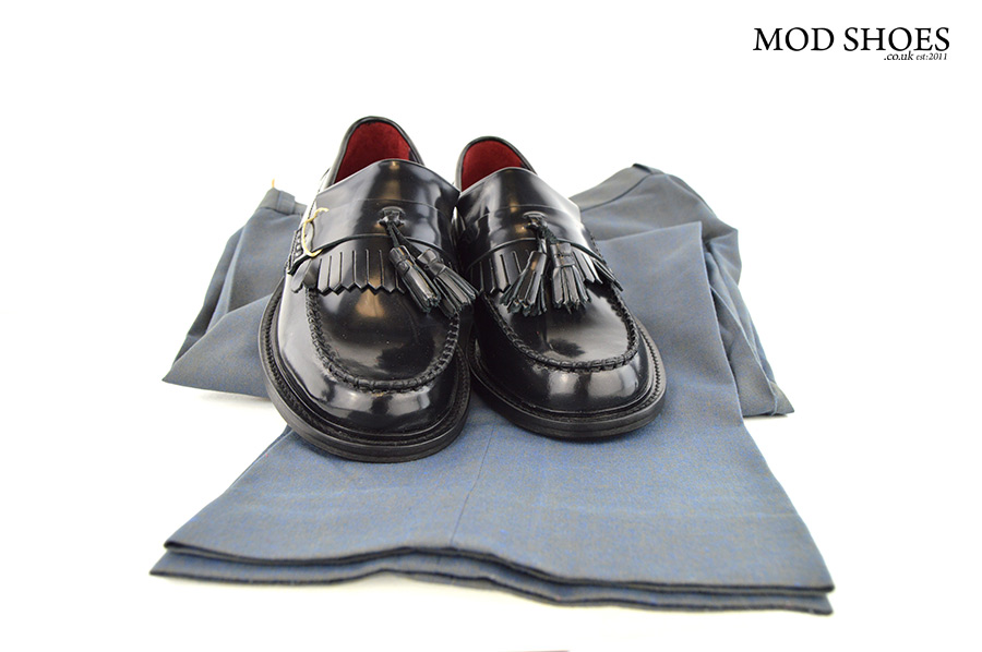 mod-shoes-black-tassel-loafers-with-two-tone-trousers
