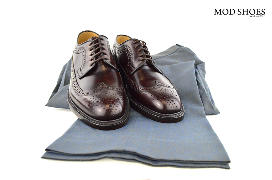 oxblood-brogues-with-two-tone-trousers