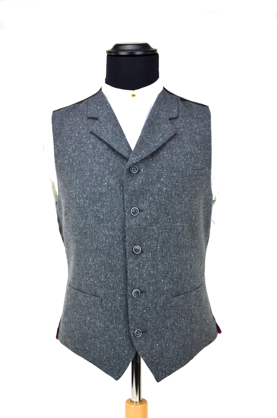 noun. Chiefly British. vest (def 1).; an 18th-century garment for women that is similar to a man's vest, usually worn with a riding habit.; a man's body garment, often quilted and embroidered and having sleeves, worn under the doublet in the 16th and 17th centuries.